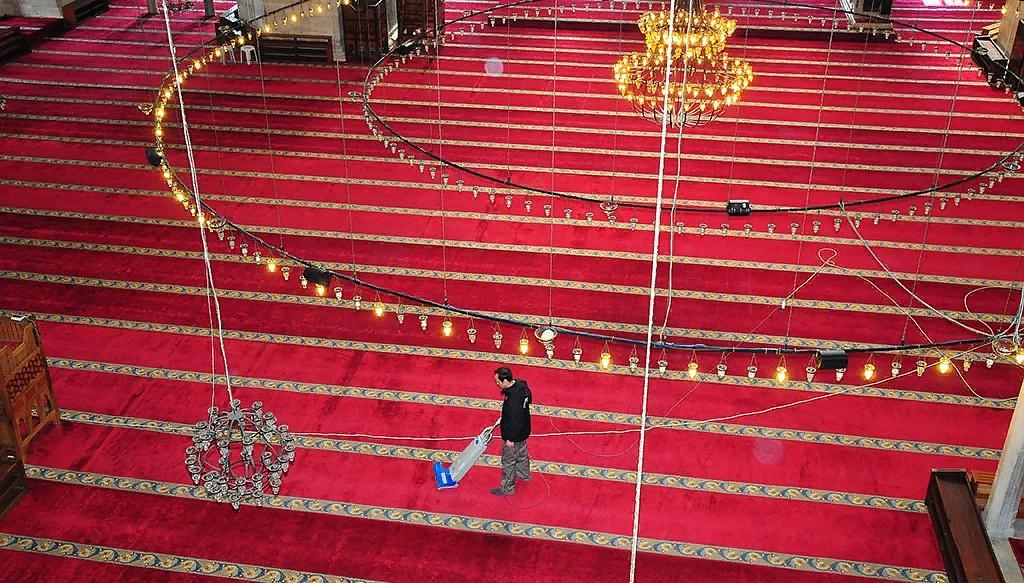 İBB Camilerin bakım ve temizliğini titizlikle sürdürüyor