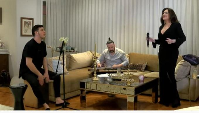 D&R'la Evde Müzik Nükhet Duru konseriyle başladı!