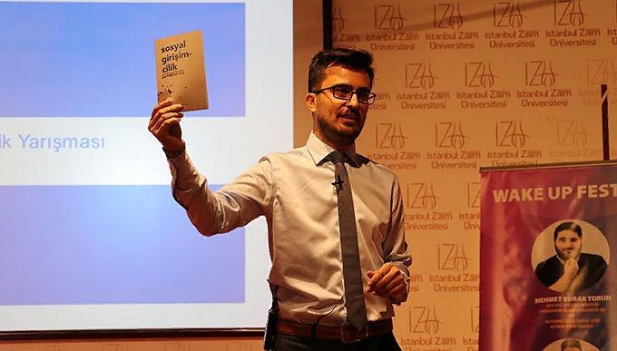 İsmail Hilmi Adıgüzel 21 Bin insana hediye kitap dağıtıyor!