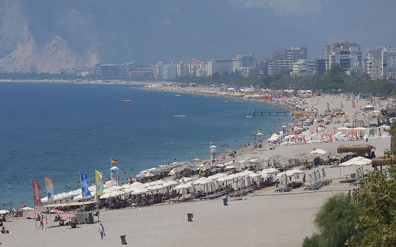 Ege ve Akdeniz'de sahiller doldu taştı