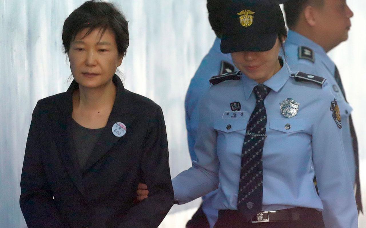 Güney Kore eski Cumhurbaşkanı Park Geun-hye yolsuzluktan 20 yıl hapis cezasına çarptırıldı