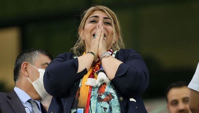 Kayserispor Başkanı Berna Gözbaşı sevinçten ağladı