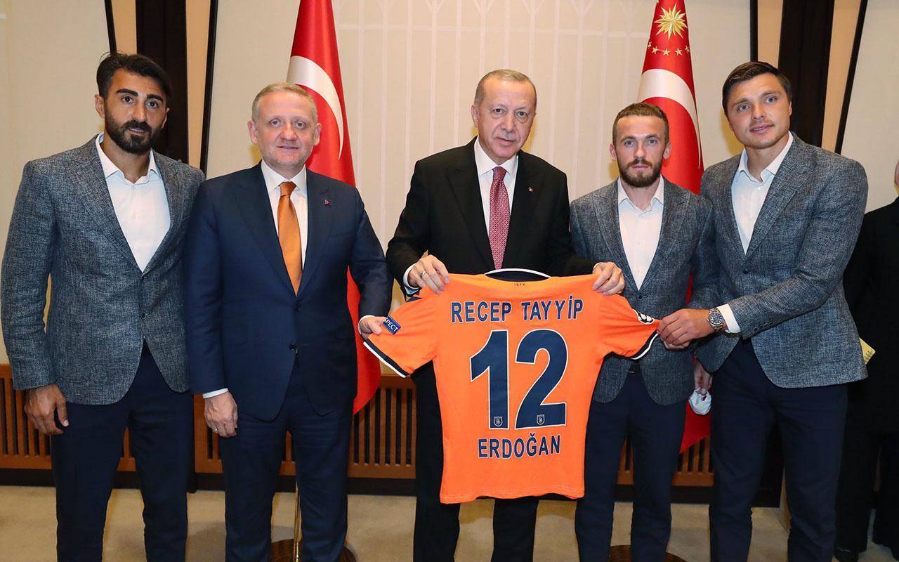 Medipol Başakşehir Futbol Kulubü Cumhurbaşkanı Erdoğan'ı ziyaret etti