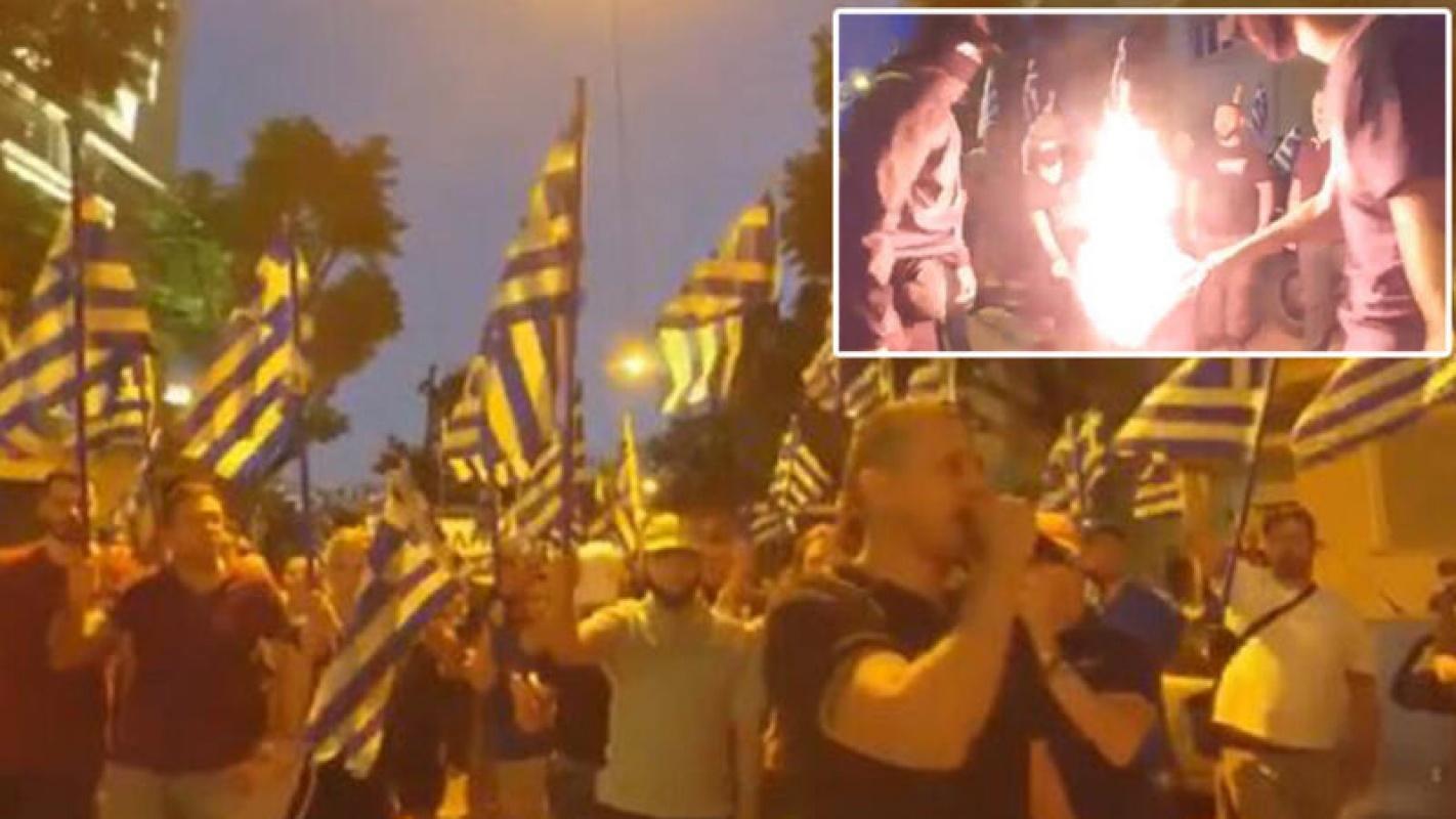 Sloganlarla Türk bayrağını ateşe verdiler