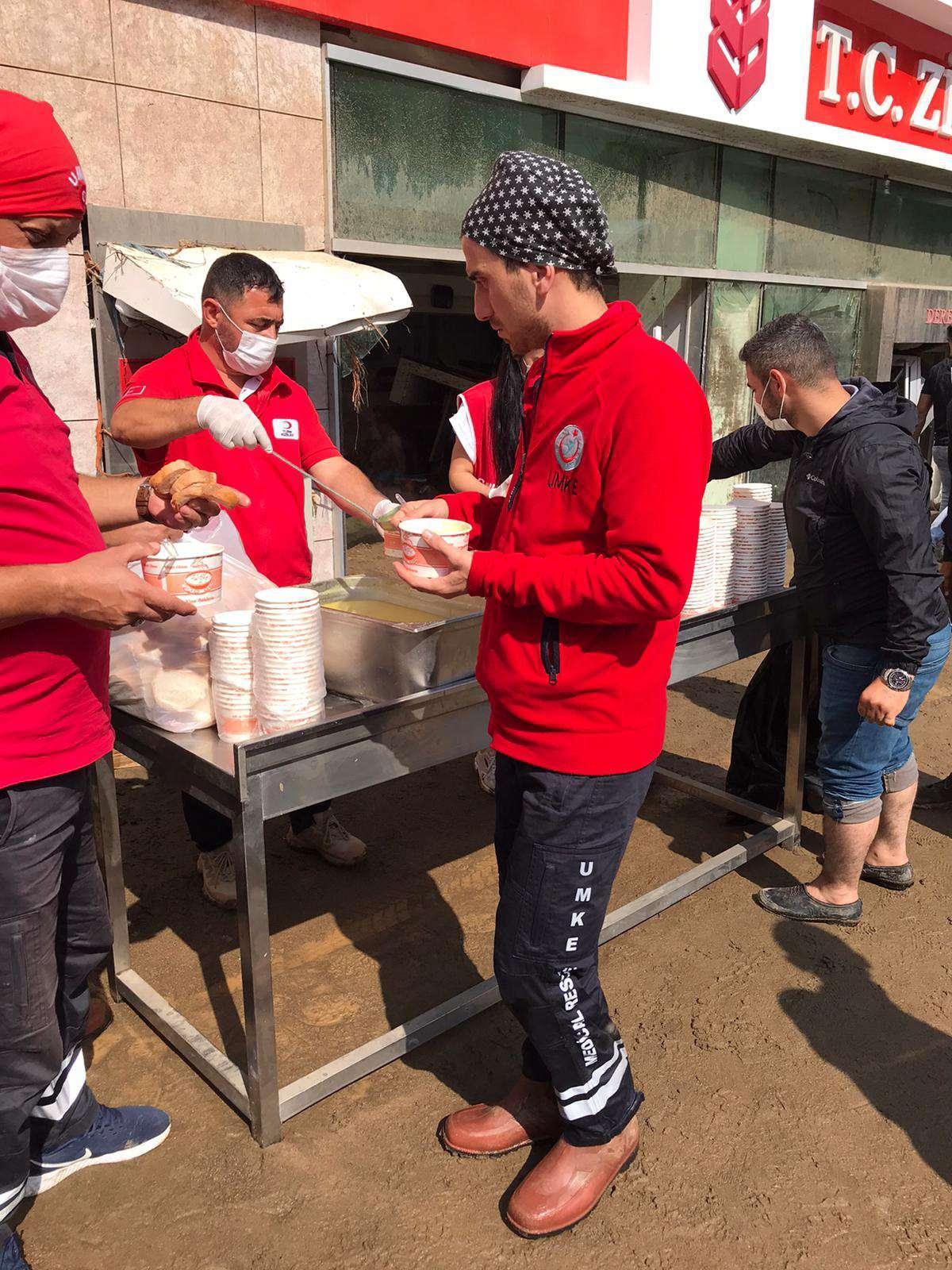 Giresun'daki selzedelere Kızılay destek veriyor