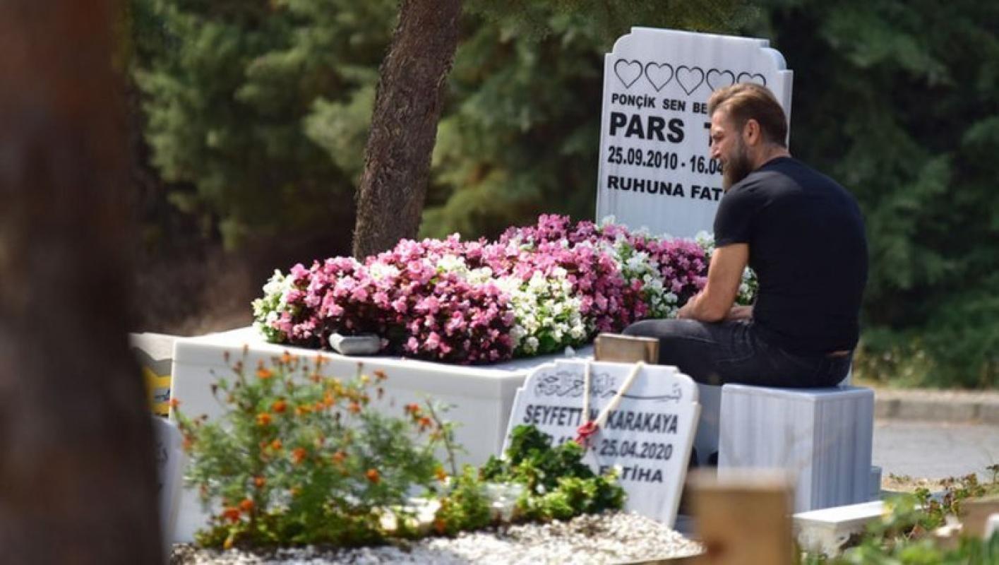 Harun Tan Pars'ın doğum gününde mezarı başına gitti