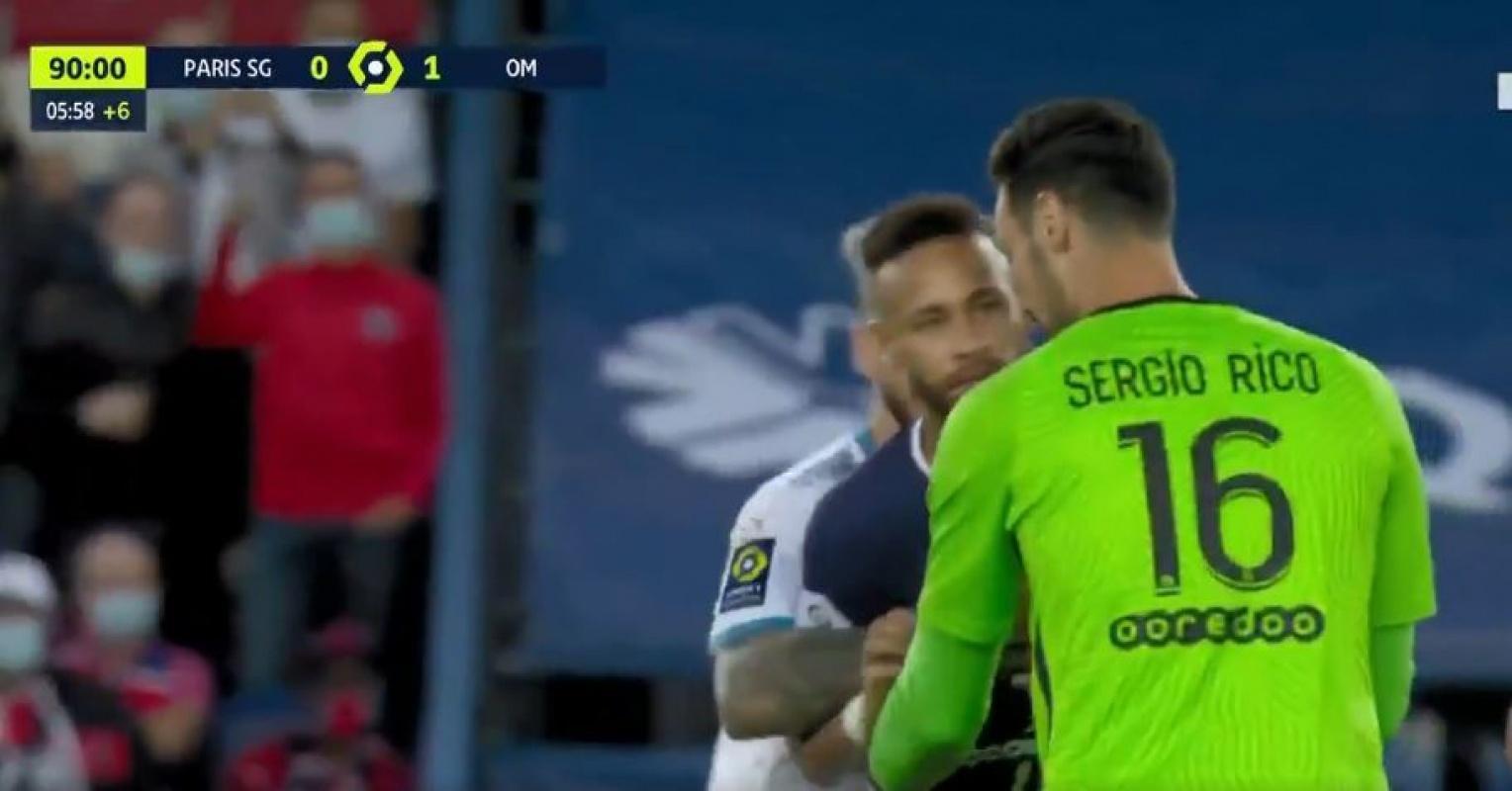 Paris Saint Germain-Marsilya maçında yumruklar tekmeler havada uçuştu