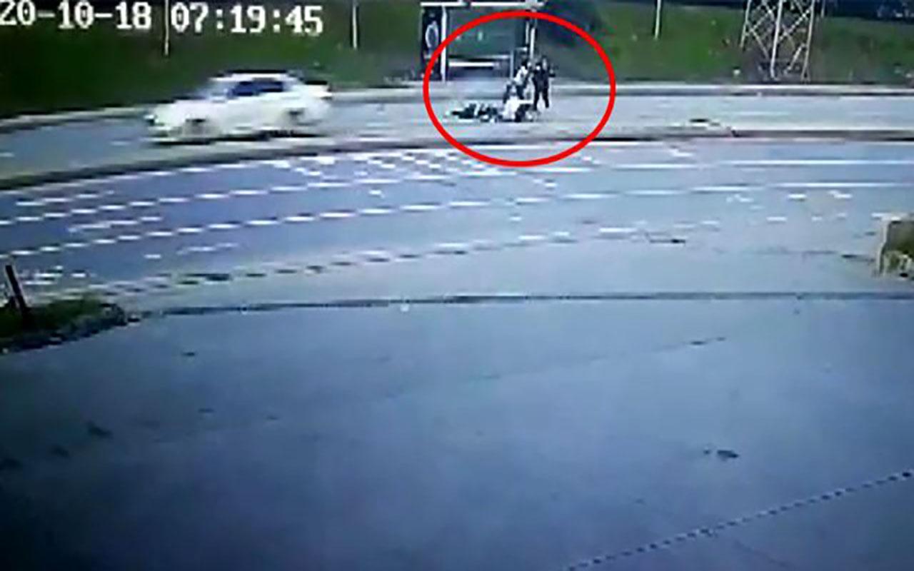 Arnavutköy'de genç kızlara otomobil çarptı! Kaza anı kamerada