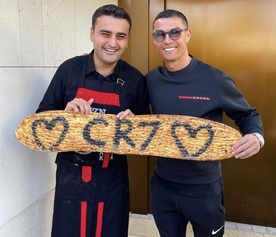 CZN Burak Dubai'deki restoranında Cristiano Ronaldo'yu ağırladı