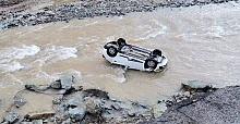 Giresun Güce'de otomobil dereye uçtu! Sürücü kayıp