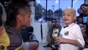 Neymar kanser hastası çocuk için dans etti